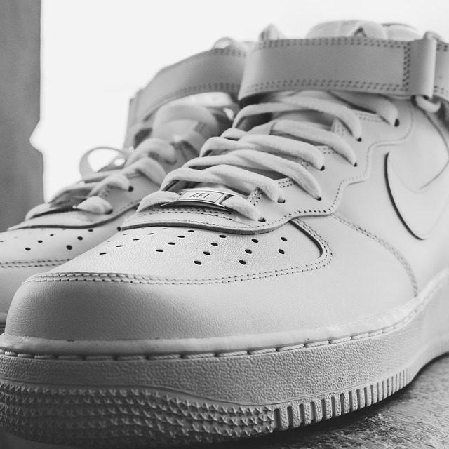 5 modelos de zapatillas clásicas que debes tener en tu vida